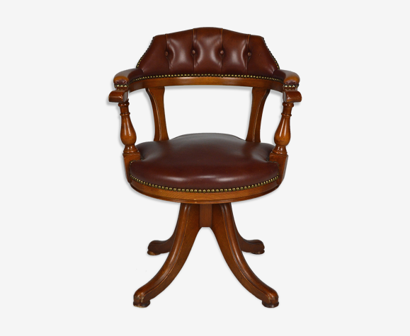Swivel Chesterfield armchair in wood and leather