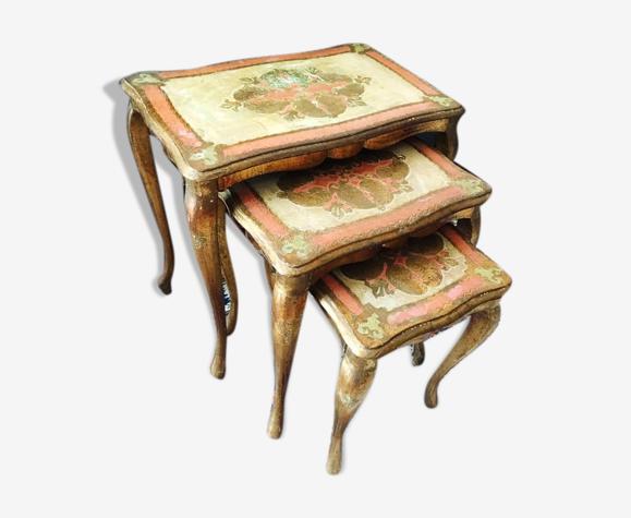 Tables gigognes venitiennes bois doré à la feuille d'or