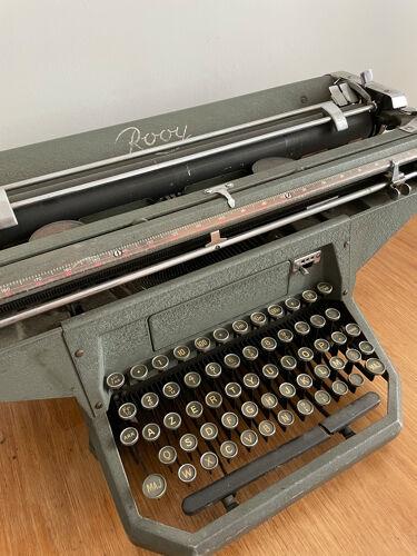 Machine a écrire Rooy