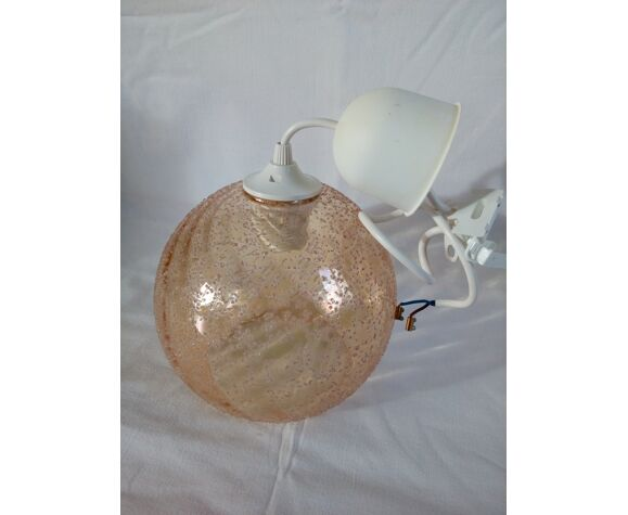 Suspension globe boule en verre ambré granuleux