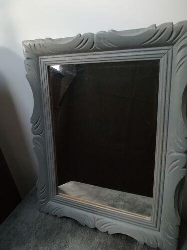 Miroir patiné en gris 52x42cm