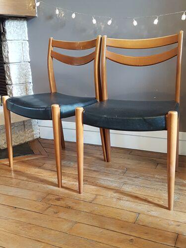 Paire de chaises style scandinave en bois et skai noir