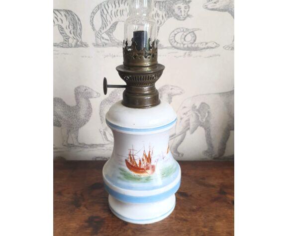 Lampe à pétrole en porcelaine