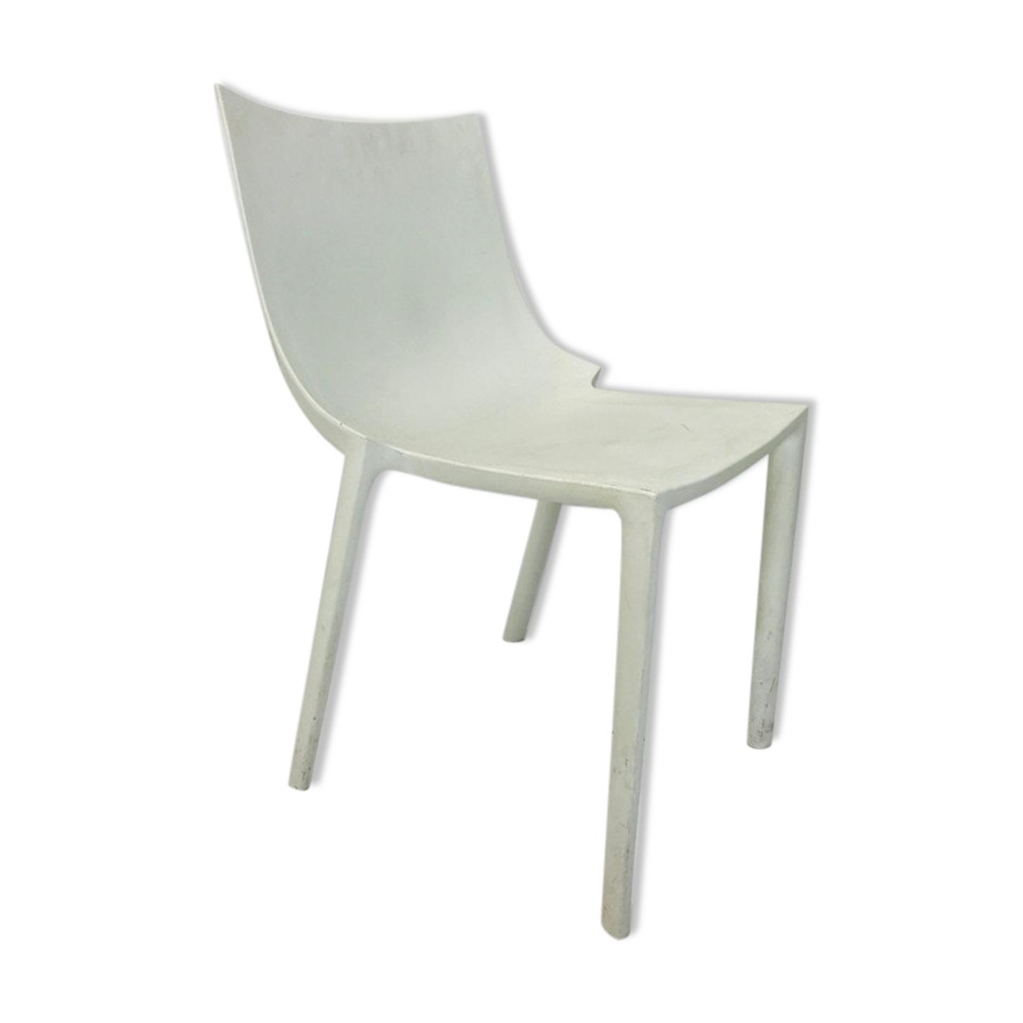 Chaise BO blanches par Philippe Starck éditées par Driade