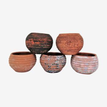 Five pots terracotta patina vintage