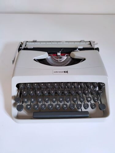 Machine portative Underwood 18