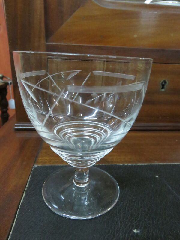 Suite de 12 verres en cristal Art Déco