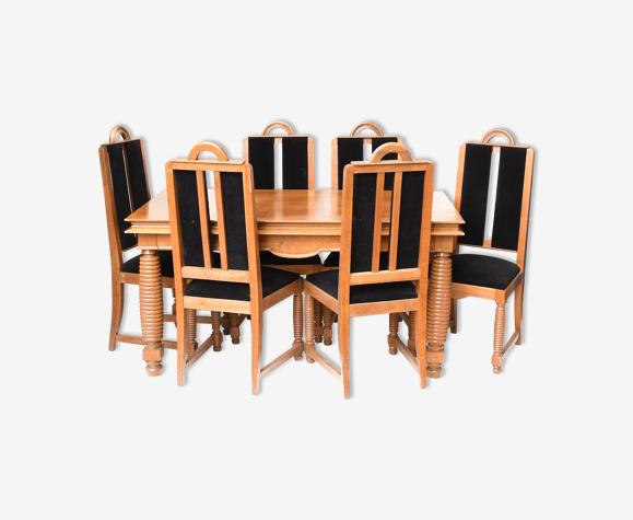 Salle à manger brutaliste: table et six chaises