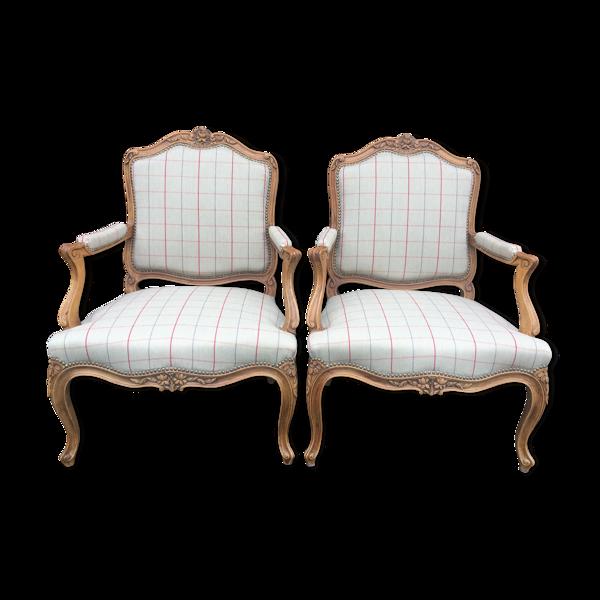 Paire de fauteuils cabriolets Louis XV retapissés
