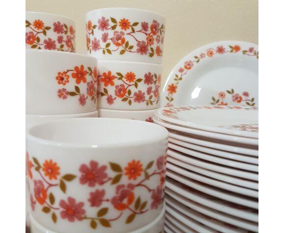 Assiettes et tasses en Arcopal