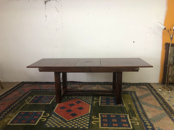 Table en acajou avec angles laiton