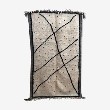 Tapis berbère Beni Ouarain écru à lignes et pois noirs 2,65x1,60m