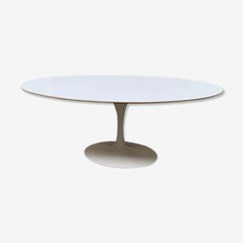 Table tulipe ovale de Eero Saarinen pour Knoll
