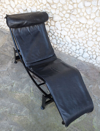 Chaise longue LC4 Cassina par Charlotte Perriand, Le Corbusier et Pierre Jeanneret