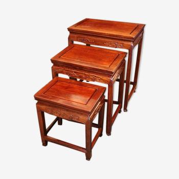 Suite de 3 tables gigognes en bois exotique Chine Extrême-Orient