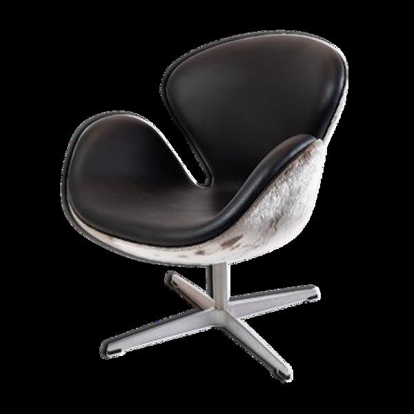 Selency Fauteuil Swan modèle 3320 conçu par Arne Jacobsen en 1958 et fabriqué par Fritz Hansen en 2002.