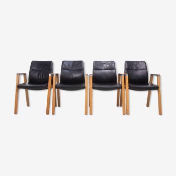 Un ensemble de quatre Sven Christiansen pour fauteuils de bureau en cuir Sven Fulcrum