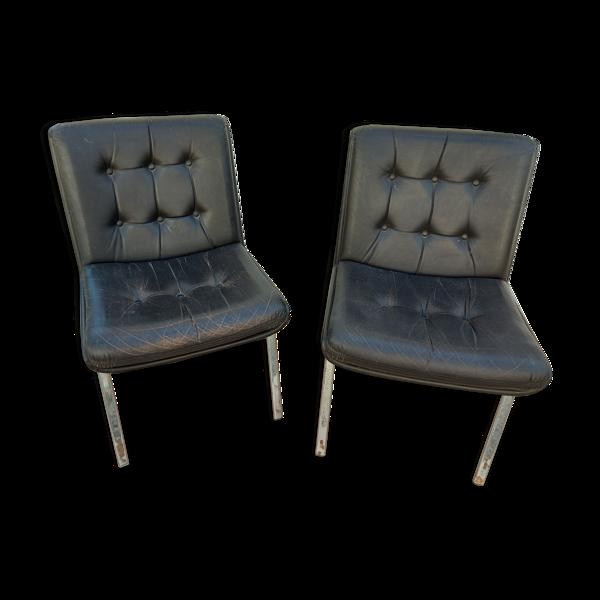 Deux fauteuils italiens en cuir vintage