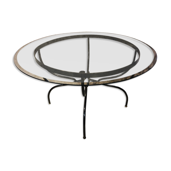 Selency Table piètement fer forgé et laiton plateau en verre biseauté, années 1980