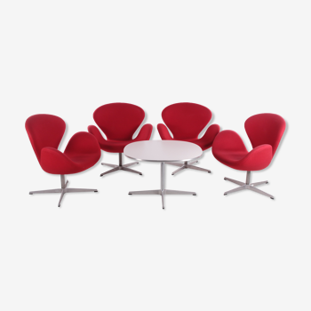 Lot de 4 fauteuils d'Arne Jacobsen Swan avec table par Fritz Hansen