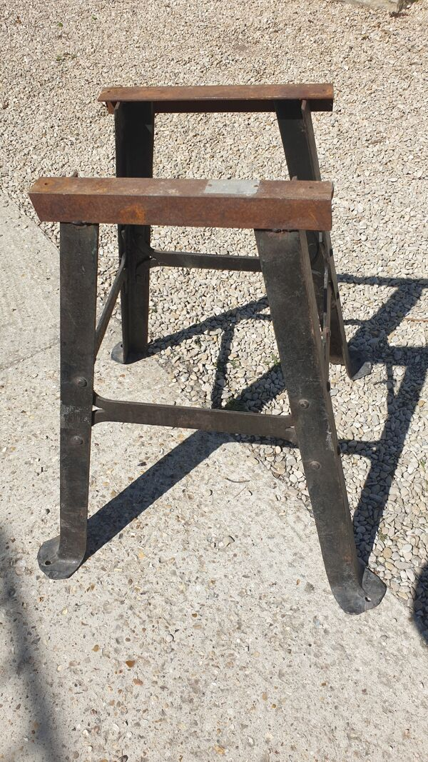 Table ronde industrielle chêne et métal