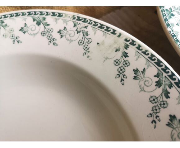 Service en porcelaine opaque de gien terre de fer décor vert collection montigny