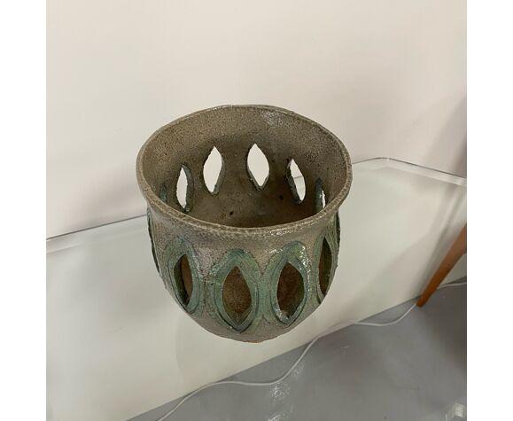Cache pot en céramique signé