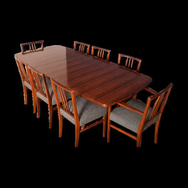 Table à manger et 8 chaises