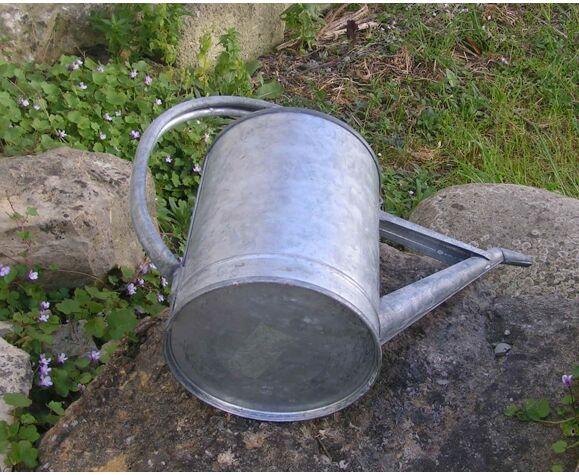 Arrosoir en zinc