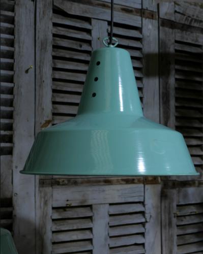 Lampe industrielle  hangar avec abat-jour en aluminium