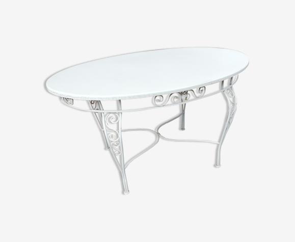 Table de jardin ovale