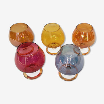 5 verres colorés à cognac