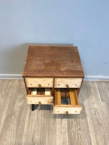 Cabinet de bibliothèque des années 1950
