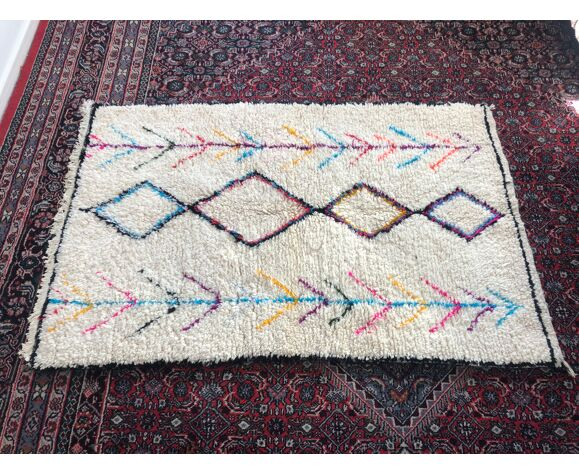 Tapis azilal berbere blanc arc en ciel 107x166cm