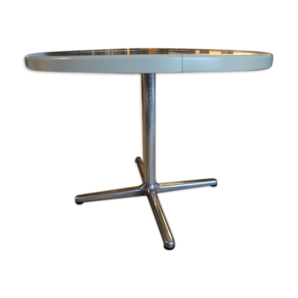 Table ronde pliante, design de Giancarlo Piretti éditée par Castelli à Bologne