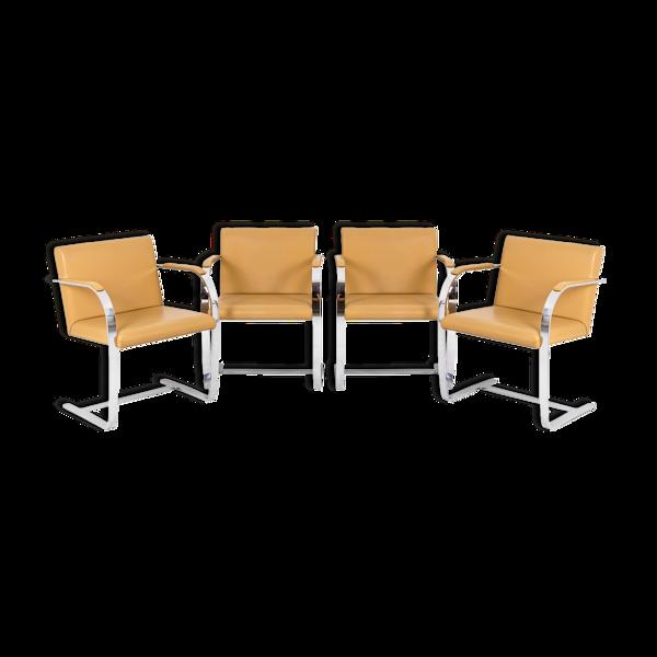 Série de quatre fauteuils Brno