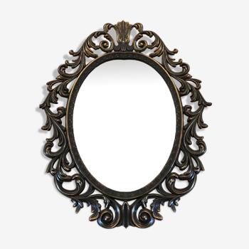 Miroir baroque dans cadre en métal doré