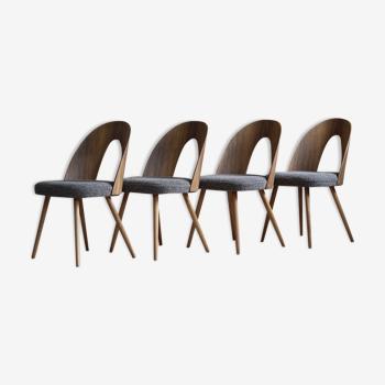 Ensemble de 4 chaises à manger du milieu du siècle par A. Šuman, rembourré dans le tissu Kvadrat