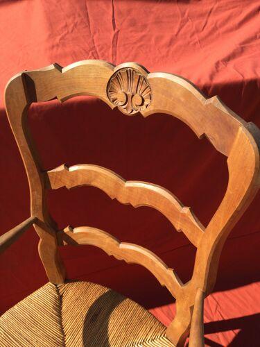 Fauteuil rustique Louis XV paillé en merisier