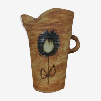 Pichet brutaliste en grès, décor fleur Poterie de la Colombe Vallauris