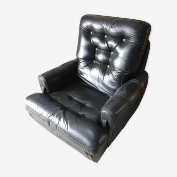Ancien fauteuil cuir noir capitonné