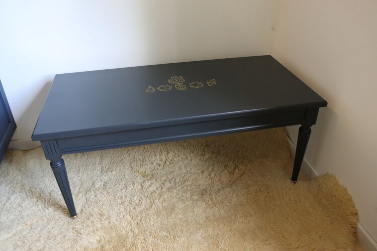 Table basse noire et or
