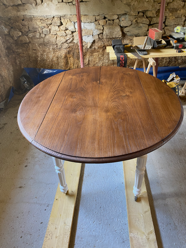 Table ovale avec rabat amovible