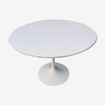 Eero Saarinen tulip table for Knoll