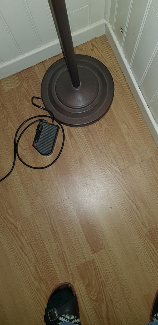Lampadaire en acier effet rouille et vasque en verre poli avec variateur au pied