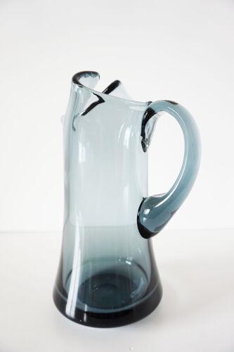 Pichet en verre fumé vintage
