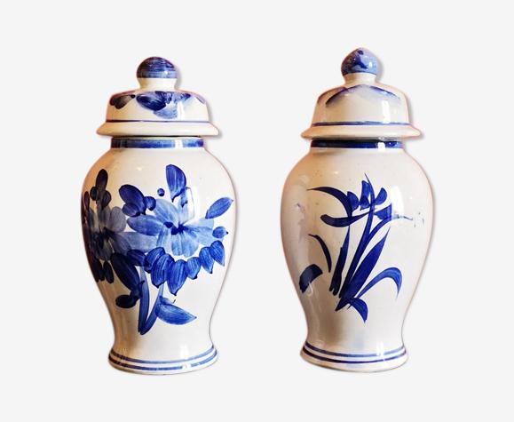 Lot de 2 pots en porcelaine