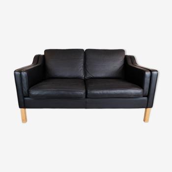 Canapé double en cuir noir avec pieds en chêne par Stouby Møbler
