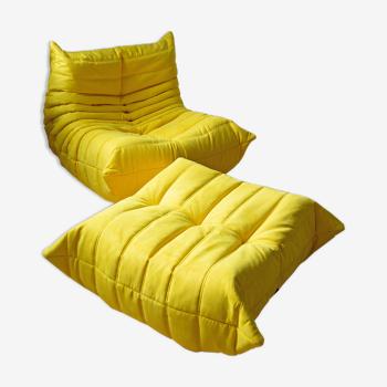 Chauffeuse et pouf Togo en tissu jaune de Michel Ducaroy pour Ligne Roset