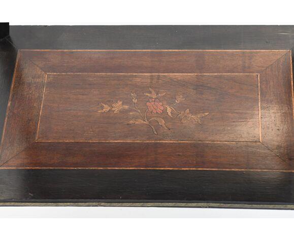 Travailleuse en bois noirci et marqueterie